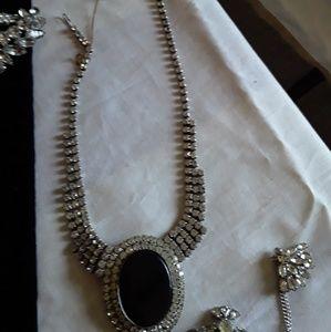 Vintage rhinstone necklace with black stone.